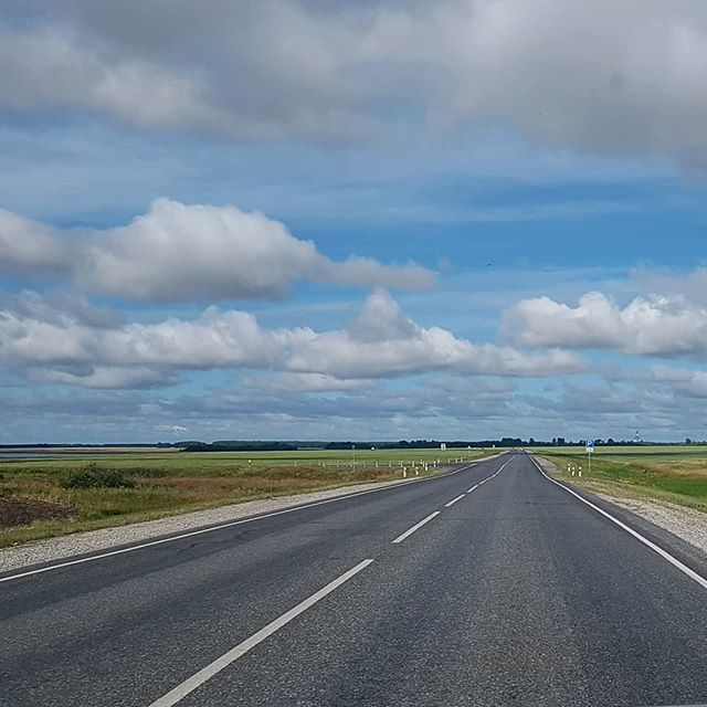 Облака как в мультиках #омск #москаленки #россия #облака #небо #дорога // #cloud #cartoon #road #omsk #moskalenki #russia #sky